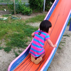 ダウン症児の成長日記 すべり台