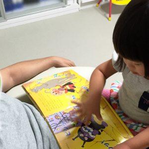 ダウン症児の成長日記 絵本読み聞かせ