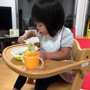 ダウン症児の成長日記 食事エプロン