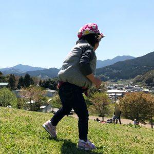 ダウン症児の成長日記 歩く姿