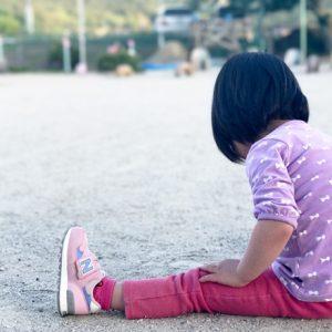 ダウン症児の成長日記 園庭でお絵かき