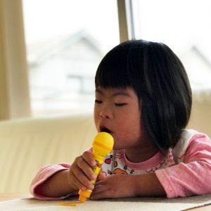 ダウン症児の成長日記 歌う