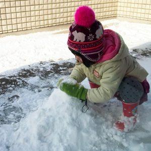 ダウン症児の成長日記 雪遊び