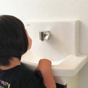 ダウン症児の成長日記 トイレで歌う