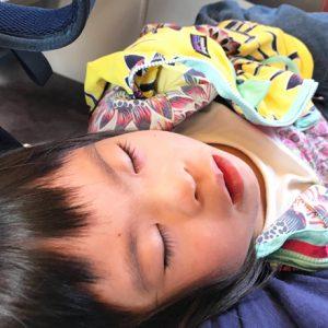 ダウン症児の成長日記 電車の中でお昼寝