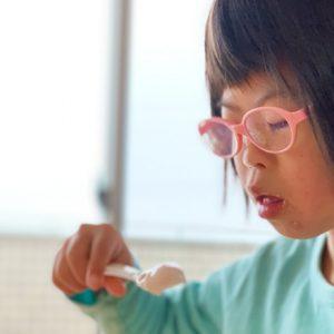 ダウン症児の成長日記 ヨーグルトを食べる
