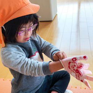 ダウン症児の成長日記 手袋