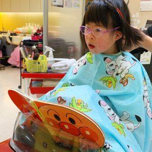 ダウン症児の成長日記 散髪屋さんでカット