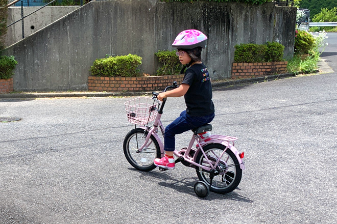 ダウン症児の成長日記 補助輪付き自転車